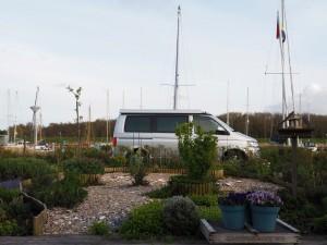 Onze VW-bus staat klaar voor de ontvangst van 2 inflatables
